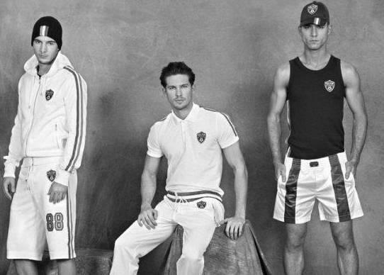 Короткие спортивные костюмы