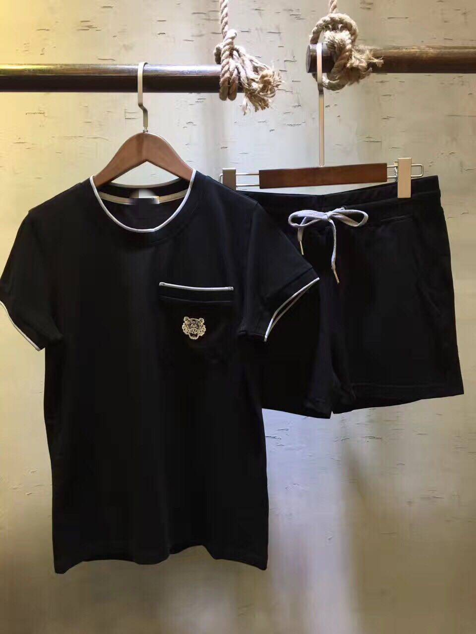 Черный спортивный костюм женский